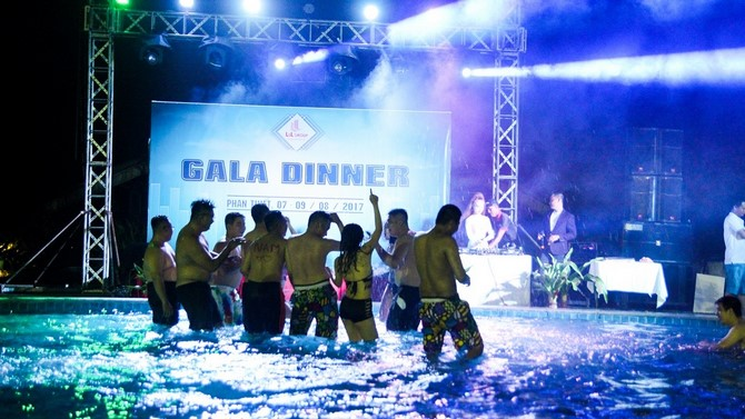 LLGroup - Gala Dinner 2017 - Pool Party